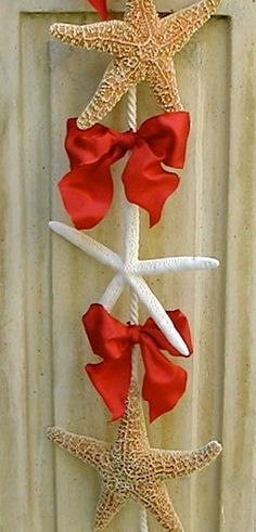 Christmas Beach Decor - Starfish Door Hanging with Red Bows. @SeashellCollection via Etsy.