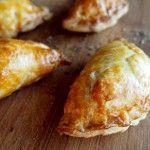 CALZONE POULET MOZZA TOMATES CERISE Calzone, Omelette, Baked Potato, Potatoes, Bread, Cheese, Baking, Ethnic Recipes, Nouvel An