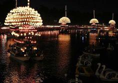 ちょうちんの灯が水面を照らし幻想的に進む「尾張津島天王祭」のまきわら船=愛知県津 - Yahoo!ニュース(毎日新聞)