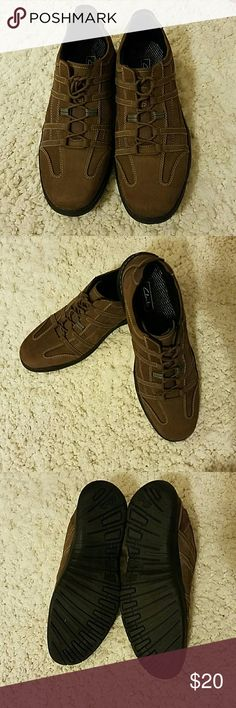 Men's Clarks Nubuck Walking Shoes Brown Nubuck lace ups Size 13 Worn once Lightweight  Leather uppers /balance man-made Shoes Oxfords & Derbys
