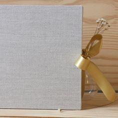 Livro de assinaturas para casamentos, aniversários, maternidade e até para sua casa.  Contato e encomendas pelo e-mail ola@ateliefofurices.com.br #ateliefofurices #book #livro #embroidery #encadernacao #maternidade #casamento #wedding #aniversario #birthday