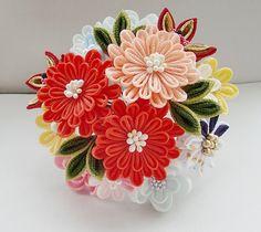 同じ花でも・・・つまみ細工 花の組み方 |つまみ細工 花ちりめん