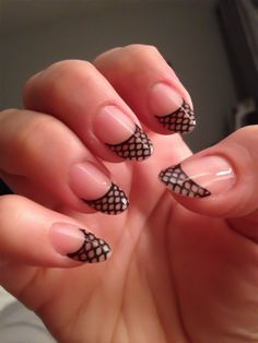 There are 25+inspiring photos that you can see below with a brilliant nail art designs which you can use it for your New Years Eve.