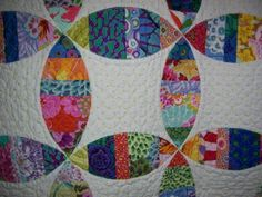Love this method for making a modified Wedding Ring quilt and the quilting is beautiful! Quiltingonmainstreet