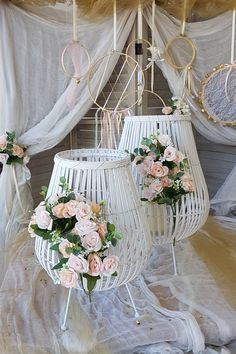 Λευκά φανάρια διακοσμημένα με λουλούδια και elegant διάθεση. Πατήστε στην εικόνα και διαβάστε ολόκληρο το θέμα Γάμος Λευκό & Χρυσό. #whitelantern #weddinglantern #elegantwedding #γαμος #διακοσμησηγαμου #γαμος2020 #wedding #weddingdecoration #diywedding #weddinginspiration #weddingideas #weddingdecorideas #fallwedding #autumnwedding #wedding2020 #mpomponieres #φθινοπωρινοςγαμος #barkasgr #barkas #afoibarka #μπαρκας #αφοιμπαρκα #imaginecreategr Wreaths, Ideas, Home Decor, Decoration Home, Door Wreaths, Room Decor, Deco Mesh Wreaths, Home Interior Design, Thoughts