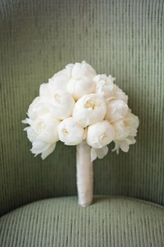 Need a bridal bouquet inspiration for your wedding? Consider the white bridal bouquet. While we love scoping out all of the innovative floral designs that are out there, a white bouquet will forever be timeless. But why white? Summer Wedding Bouquets, Bride Bouquets, Floral Wedding, Wedding Flowers, Summer Weddings, Flowers Uk, White Weddings, Purple Wedding, Spring Wedding