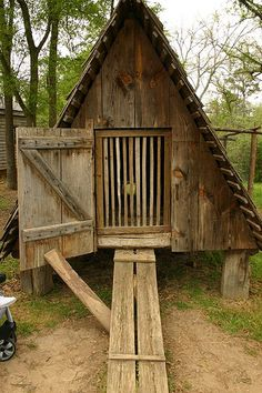 The chicken coop by NCBrian, via Flickr @ http://www.flickr.com/photos/ncbrian/136362601/in/pool-1472781@N20/