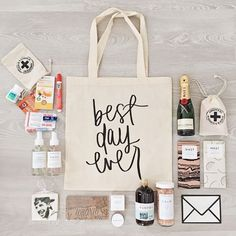 LOVE this destination wedding welcome bag idea! The contents have everything you… – Destination Wedding Welcome Bags Wedding Favors And Gifts, Wedding Souvenirs For Guests, Wedding Welcome Gifts, Destination Wedding Welcome Bag, Beach Wedding Favors, Wedding Favor Bags, Wedding Guest Gifts, Wedding Invitations, Destination Weddings