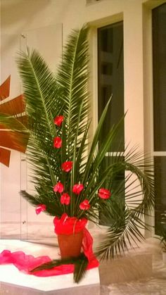 Lent Decorations For Church, Christmas Flower Decorations, Altar Decorations, Altar Flowers, Church Flower Arrangements, Church Flowers, Tropical Floral Arrangements, Christmas Floral Arrangements, Good Friday Crafts
