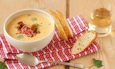 Eierschwammerlsuppe mit weißem Balsamico & Rohschinken   Knorr Cheeseburger Chowder, Fondue, Soup, Ethnic Recipes, Hams, Good Food, Cooking, Food Food, Simple