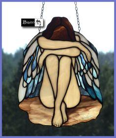 Angel Art Stained Glass, zawieszka Anioł more http://biannart.blogspot.com/2013/04/anioy-ze-szka-witraz.html crying angel