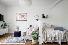 small apartment decorating 234890936802235754 - The Best Small Studio Apartment Decor Ideas To Be More Effective Source by injall Apartment Room, Apartment Layout, Small Apartments, Studio Apartment Living, Apartment Design, Small Apartment Interior, Home Decor, Studio Apartment Divider, Apartment Interior