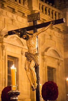 El-Calvario-La-Madrugá-Sevilla Holy Week Images, Chicano Drawings, Jesus Pictures, God Prayer, Jesus Cristo, Corpus Christi, Religious Art, Statue, Salvador