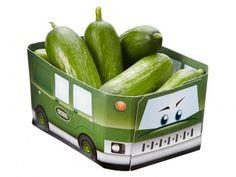 Zo krijg je de kinderen wel aan de gezonde snacks: mini-komkommers in een grappig doosje waarmee gespeeld kan worden als het leeg is! De Harvies snackgroente zijn grappig en gezond!