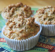 Apple and Maple Syrup Muffins -- Vermont Maid - Great tasting maple syrup! - www.vermontmaid.com #baking #recipe #maplesyrup