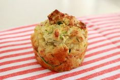 These Zucchini & Ham Muffins are the perfect savoury snack. Pop them into lunch boxes for a quick and easy school lunch! Thermomix and conventional methods included. Savory Muffins, Zucchini Muffins, Savory Snacks, Savoury Dishes, Healthy Snacks, Healthy Muffins, Healthy Recipes, Yummy Recipes, Healthy Quiche