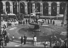 Plaça Reial en 1960. #Barcelona  http://www.viajarabarcelona.org/lugares-para-visitar-en-barcelona/placa-reial/ #Catalunya