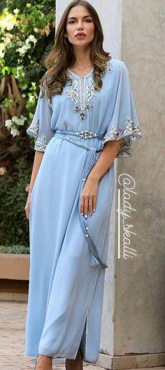 Morrocan Dress, Moroccan Caftan, Abaya Fashion, Fashion Outfits, Mode Abaya, Kurta Neck Design, Afghan Dresses, Caftan Dress, Oriental Fashion
