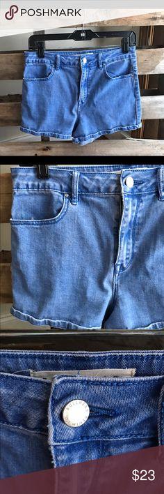 "Bullhead high rise mom shorts GUC 29"" Smoke and pet free home. Bundle discount 20% Bullhead Shorts"