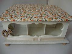 caixa de chá de mdf forrada com tecido, para deixar sua cozinha muito mais charmosa. Consulte disponibilidade de estampas ou escolha a sua cor preferida para combinar com seu ambiente.