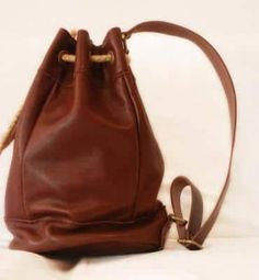 como-hacer-morrales-de-cuero-4 Leather Art, Bucket Bag, Sewing Projects, Sewing Patterns, Textiles, Crochet, Crafts, Beautiful, Videos