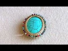 Workshop using a strass chain . Seed Bead Jewelry, Diy Jewelry, Beaded Jewelry, Handmade Jewelry, Jewelry Making, Beading Tutorials, Beading Patterns, Bead Weaving, Turquoise Jewelry
