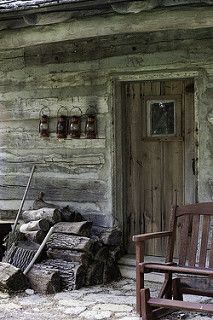 Rustic cabin porch :D Old Cabins, Log Cabin Homes, Cabins And Cottages, Cabins In The Woods, Rustic Cabins, Little Cabin, Cozy Cabin, Winter Cabin, Cabin Fever