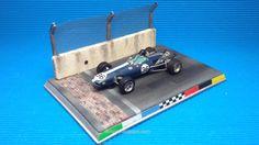 Diorama Indianapolis_Eagle  #slot #diorama #inidianapolis #brickyard #brick #finishline #indianapolismotorspeedway #base #indy500 #f1 #scalextric #ninco #carrera #miniature #modelism #hobby #modelismo #eagle #dan #gurney #fia #nascar #oldcar Slot Car Tracks, Slot Cars, Dan Gurney, Vignettes, Hot Wheels, Paper Crafts, Nascar, Brick, Model Car