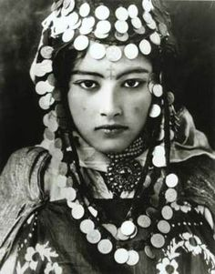 20th-century photograph is of a Tunisian Berber girl.