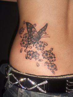 腰,蝶,桜,ブラック&グレー,花のタトゥーデザイン タトゥーナビ