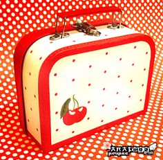 Cherry polka dot lunchbox...I want one!