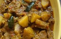 Breadfruit (or Potato) and Beef Curry is delicious Srilankan non vegetarian dish goes well with Rice, Chapatti and Aapam. Goan Recipes, Curry Recipes, Indian Food Recipes, Beef Recipes, Healthy Recipes, Recipies, Breadfruit Recipes, Beef Curry, Lamb Curry