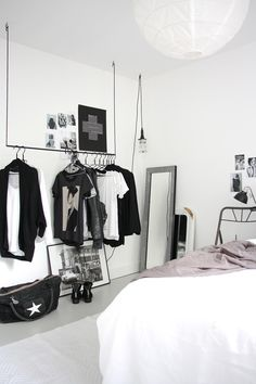Black and white bedroom | When even your clothes are part of the decor