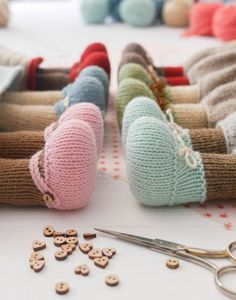 New 6 Teddy Bear variations/ Girl Bears/ Boy Bears/ Toy Arm Knitting, Knitting Stitches, Knitting Needles, Christmas Knitting Patterns, Crochet Patterns, Bear Toy, Teddy Bear, Mary Janes, Little Cotton Rabbits