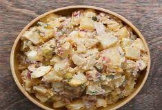 Aardappelsalades kunnen overal bij. Heb je het aankomend weekend weer een gezellige barbecue op de planning staan? Dan is het zeker een aanrader om deze simpele én lekkere aardappelsalade als bijgerecht te serveren. Een voordeel: het bereiden...
