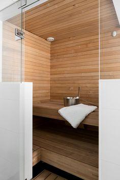 Bright small sauna – looks comfy
