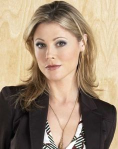 Julie Bowen Height, Weight, Bra Size, Shoe Size, Body ...