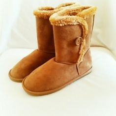 "NWOB Wet Seal faux shearling boots * Final Price * No Trades * No Offers *   Chestnut brown faux shearling boots from Wet Seal in size 8. Cute button closure detail. Sold out online. NWOB. Never worn. Boot shaft is 8"" tall and leg opening is 14"" without unbuttoning the closure.  { 15 % off bundles of 2 + listings } Wet Seal Shoes Winter & Rain Boots"