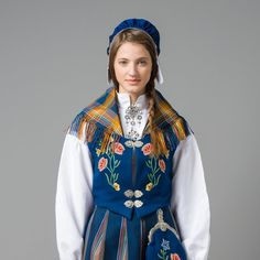 Kom innom oss i Norsk Flid Mo i Rana Folk Costume, Costumes, Looking For Someone, Yesterday And Today, Kids Fashion, Womens Fashion, Summer Outfits Women, Contemporary Fashion, Traditional Dresses