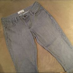 """❣Added Today❣Skinny Jeans Old Navy gray color skinny jeans.  Worn, some wear but no visible signs of any flaws that I can see.   Waist 16"""" flat.  Inseam 29"""".  Stretchy.  Size 10 Regular. Old Navy Jeans Skinny"""