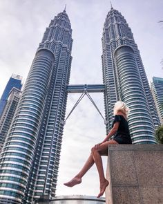 Went to see the Petronas towers in Kuala Lumpur. Solo Travel, Us Travel, Travel Style, Travel Pose, Travel Goals, Travel Advice, Travel Pictures, Travel Photos, Malaysia Travel Guide