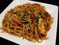 Adriaan se trooskos (Hoender Chow Mein) Gluten Free Chicken, Healthy Chicken Recipes, Indian Food Recipes, Asian Recipes, Ethnic Recipes, Teriyaki Chow Mein Recipe, Cookbook Recipes, Cooking Recipes, Chicken Chow Mein