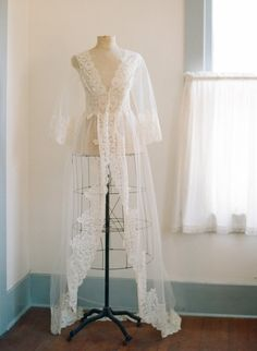Designer lingerie Pijamas e Bridal Sexy Lingerie, Lingerie Outfits, Pretty Lingerie, Wedding Night Lingerie, Wedding Boudoir, Wedding Lingerie, Lace Bridal Robe, Bridal Robes, Bridal Dresses