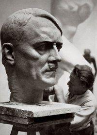 Torak Joseph (1989 - 1952) è stato uno dei più importanti scultori del Reich. Era nato nella città austriaca di Salisburgo. Si è laureato presso l'Accademia di Belle Arti di Vienna. Poi ha continuato i suoi studi a Berlino. La fama ha portato lo ha creato negli anni Venti 'morire Warrior' - un monumento ai soldati tedeschi caduti sui campi di battaglia del Primo Mondo. Nel 1928, per i ritratti dei personaggi della cultura tedesca e politici è stato insignito della Accademia Prussiana delle…