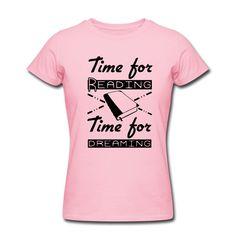 Zeit zum Lesen und zum Träumen. Tolle Shirts und Geschenke für alle Leseratten. #buch #bücher #romane #lesen #leser #leserin #träumen #träume #leseratte #bücherwurm #sprüche #shirts #kleidung #geschenke
