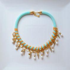 Collar corto de cuerda con perlas y pinchos de dos&12 por DaWanda.com