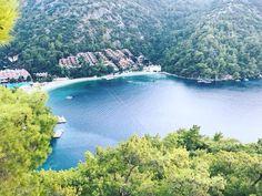 Fethiye Kalem Koyu'nda yer alan Hillside Beach Club muhteşem deniz manzarasıyla cenneti ayağınıza getiriyor. Gerçek anlama yeryüzündeki cennet...