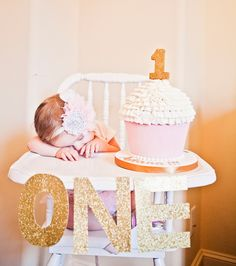 Sweet pink and gold first birthday party fit for a princess ! - first birthday party - meadoria Gold First Birthday, Baby 1st Birthday, First Birthday Parties, First Birthdays, Golden Birthday, 1year Old Birthday Party, Birthday Cake, Pink Und Gold, Festa Party