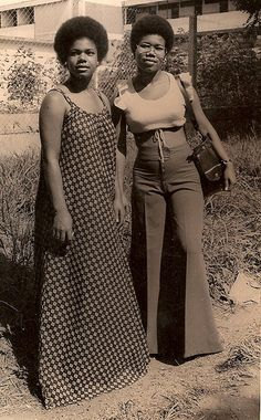hairstyles Love these old family photos of my aunts in Ghana, circa the mid Yass to those platforms. 70s Inspired Fashion, 60s And 70s Fashion, Retro Fashion, Vintage Fashion, Girl Fashion, Fashion Tips, Fashion Hair, Grunge Fashion, Boho Grunge