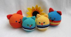 CAT STRESSBALL.       These little cats are very simple to make.   Good project for beginners.You can use any yarn and any colour.     ...